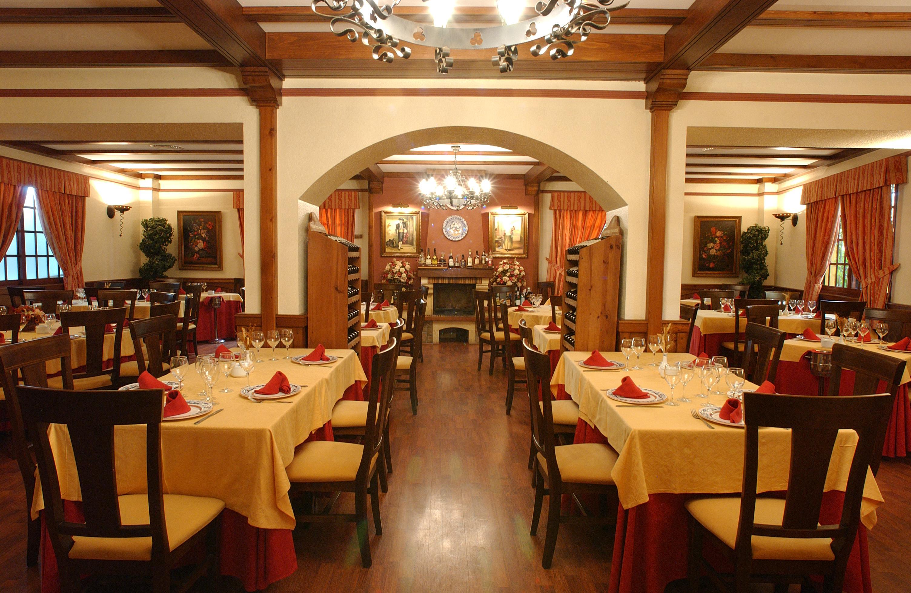 Restaurante asador almansa sevilla for Restaurantes modernos exterior